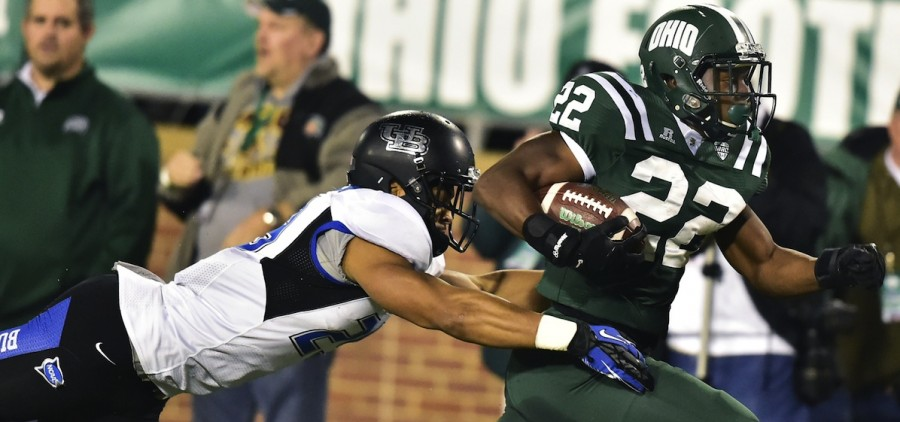 Ohio University football player outrunning tackle
