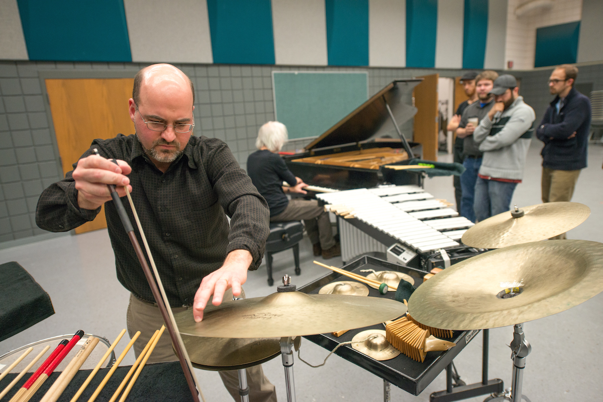 Roger Braun and Andre Gribou (at piano) improvise music on prepared instruments for an audience of composition students at Glidden Rehearsal Hall. (Ben Seigel/Ohio University)