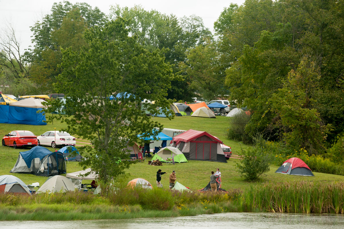 Campers set up tents at the 17th Annual Ohio Pawpaw Festival at Lake Snowden. (Yi-Ke Peng/WOUB)