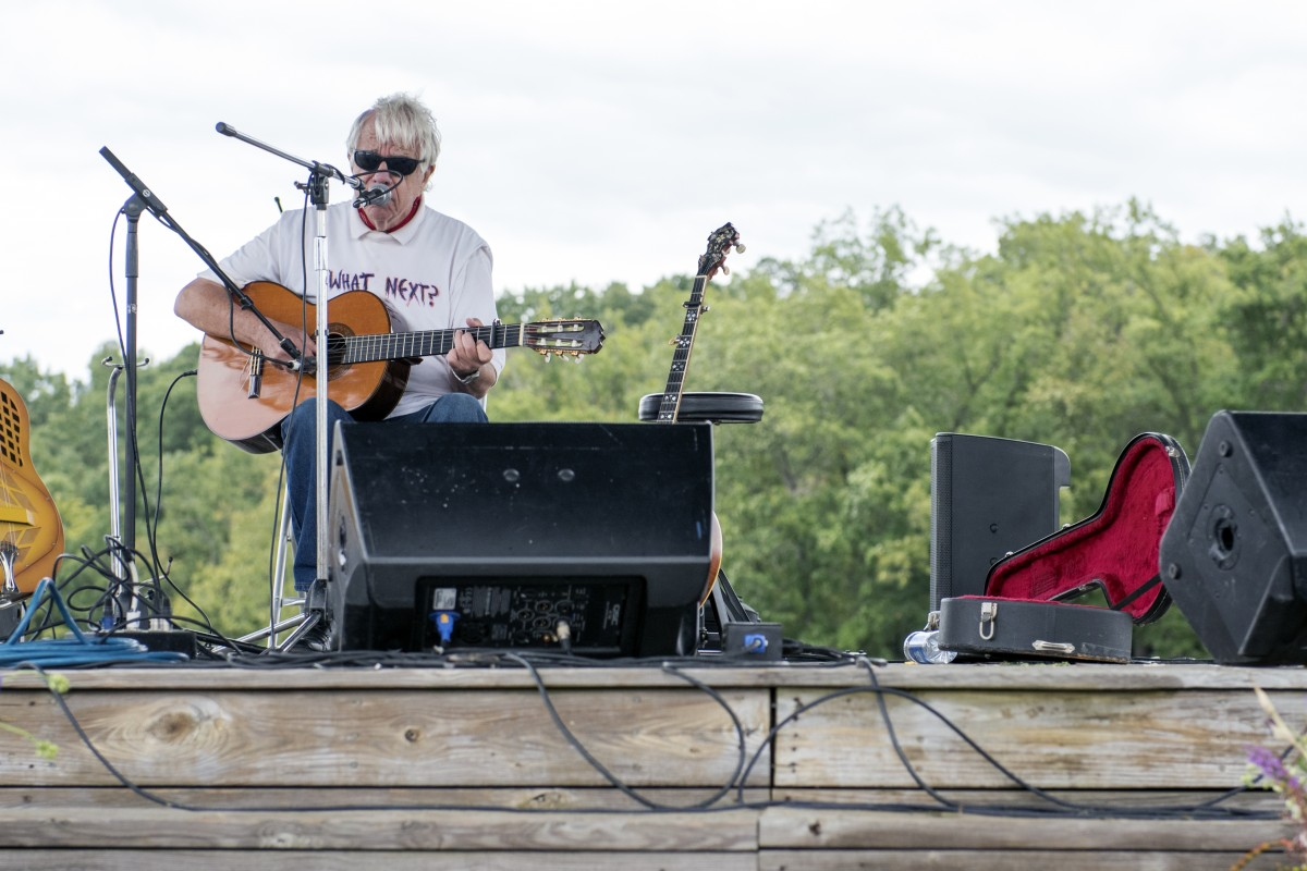 J.D. Hutchison performs at the Ohio Pawpaw Festival on Sunday, Sept. 13, 2015. (Jeffrey Zide/WOUB)
