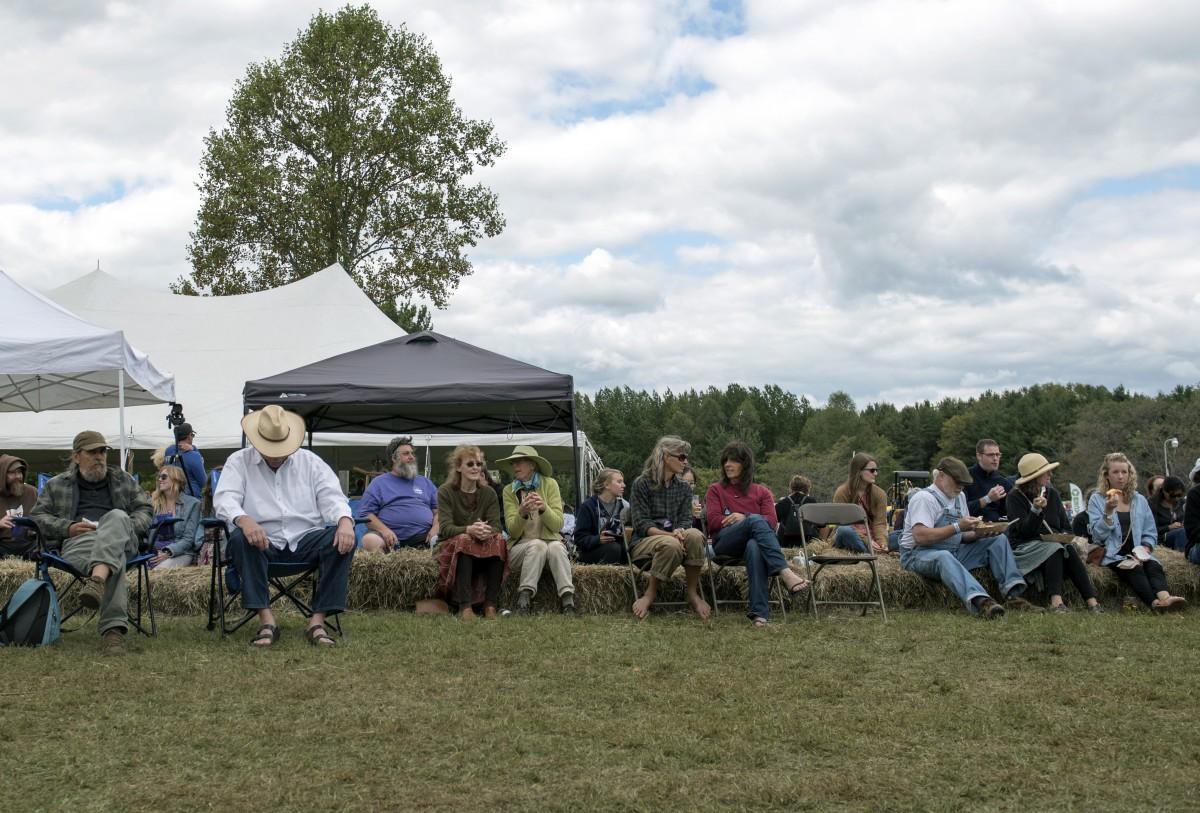 A crowd gathers to watch J.D. Hutchison perform. (Jeffrey Zide/WOUB)