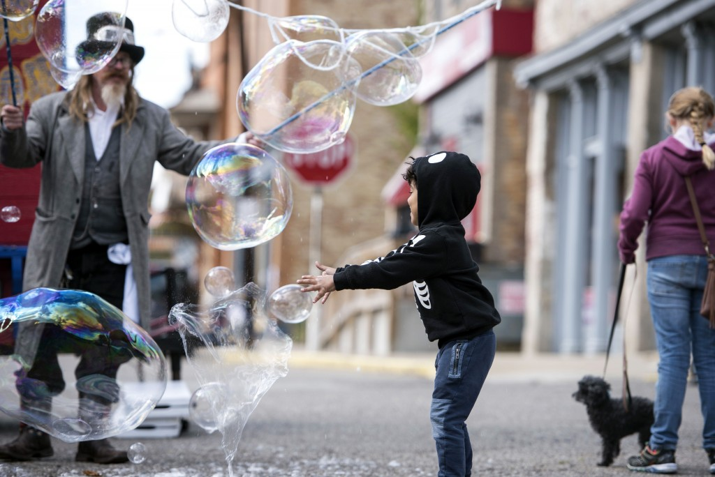 John Grudwahl, in the role of Professor Bubblemaker, creates an assortment of bubbles for Cashius Walker, on Sunday, October 18, 2015, during the 21st Annual Little Cities of Black Diamonds Day in Shawnee, Ohio. (Margaret Sabec/WOUB)
