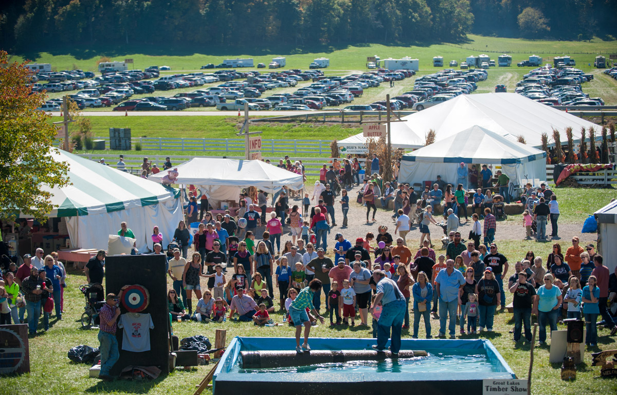 Festival goers watch the Great Lakes Timber Show at the 45th annual Bob Evans Farm Festival at the Bob Evans Farm in Rio Grande, Ohio, on Sunday, Oct. 11, 2015. (Yi-Ke Peng/WOUB)