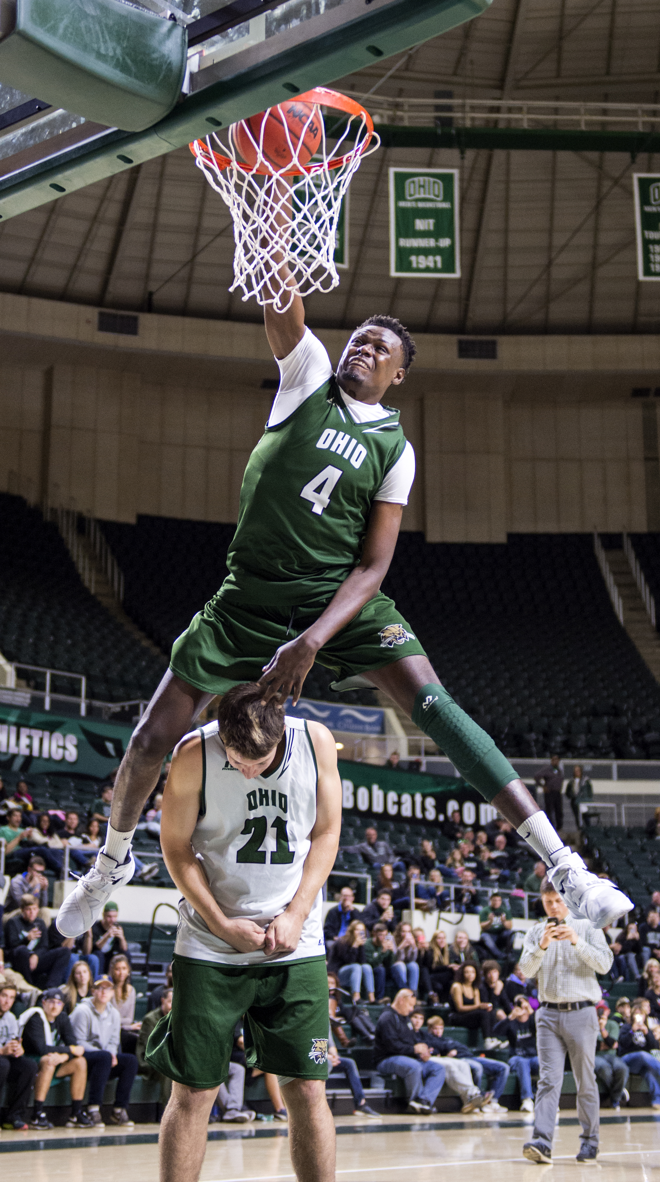 Ohio University junior Wadly Mompremier dunks over sophomore Sam Frayer during the green and white scrimmage on Saturday, Oct. 17, 2015. (Daniel Rader/WOUB)