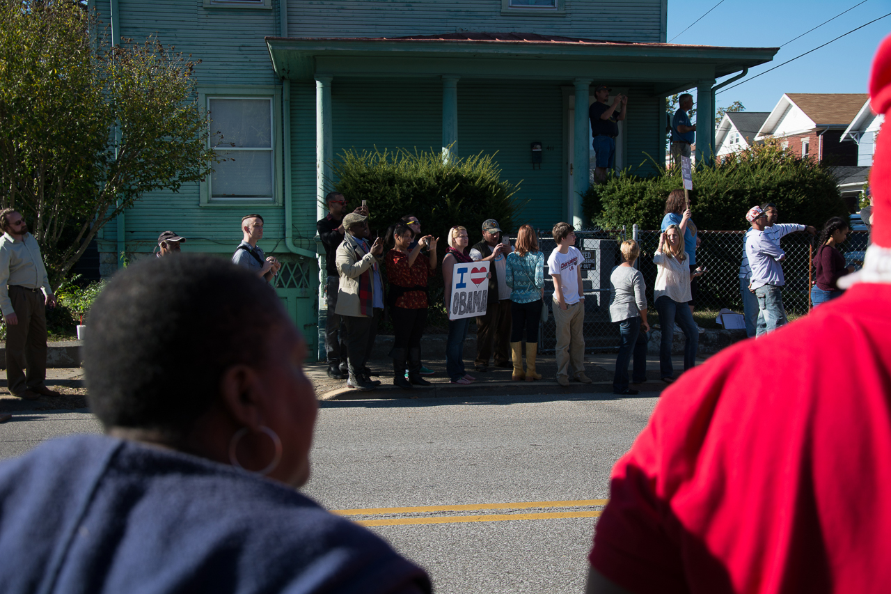 Residents and visitors crowded the outside of the East End Family Resource Center to try and get a glimpse of the president of the United States as he leaves Charleston to return to Washington D.C.