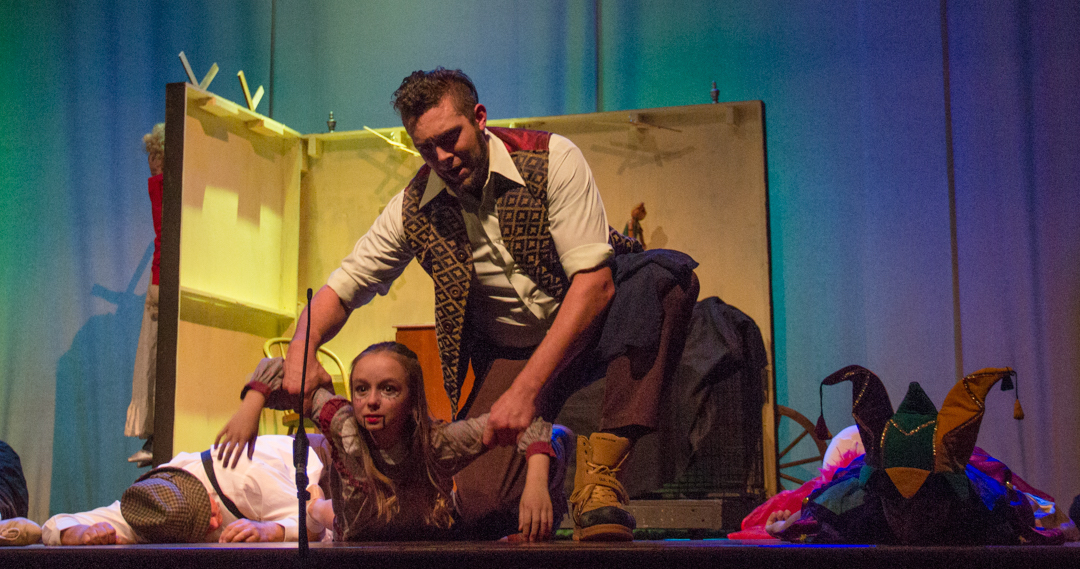 Stromboli, played by Jeremy Hayes, askis for information about Pinocchio. (Hannah Schroeder/WOUB)