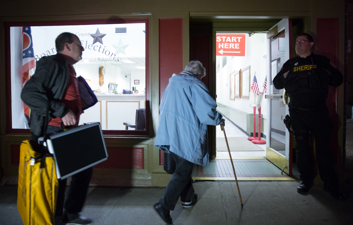 Kevin Potson and Helen Klingaman deliver ballots to the Athens County Board of Elections on Court Street in Tuesday evening. (Sabrina Schaeffer/WOUB)
