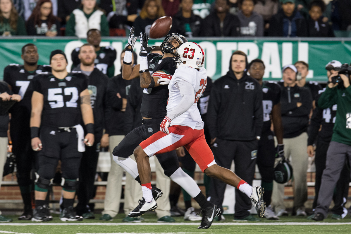 Redshirt junior wide receiver Sebastian Smith (#6) catches a pass from quarterback JD Sprague at Peden Stadium in Athens, Ohio on Tuesday, Nov. 17, 2015. Smith ran for a total of 87 yards and scored one touchdown on seven receptions. Ohio scored a season-high 48 points against Ball State. (Nicole Raucheisen/WOUB)