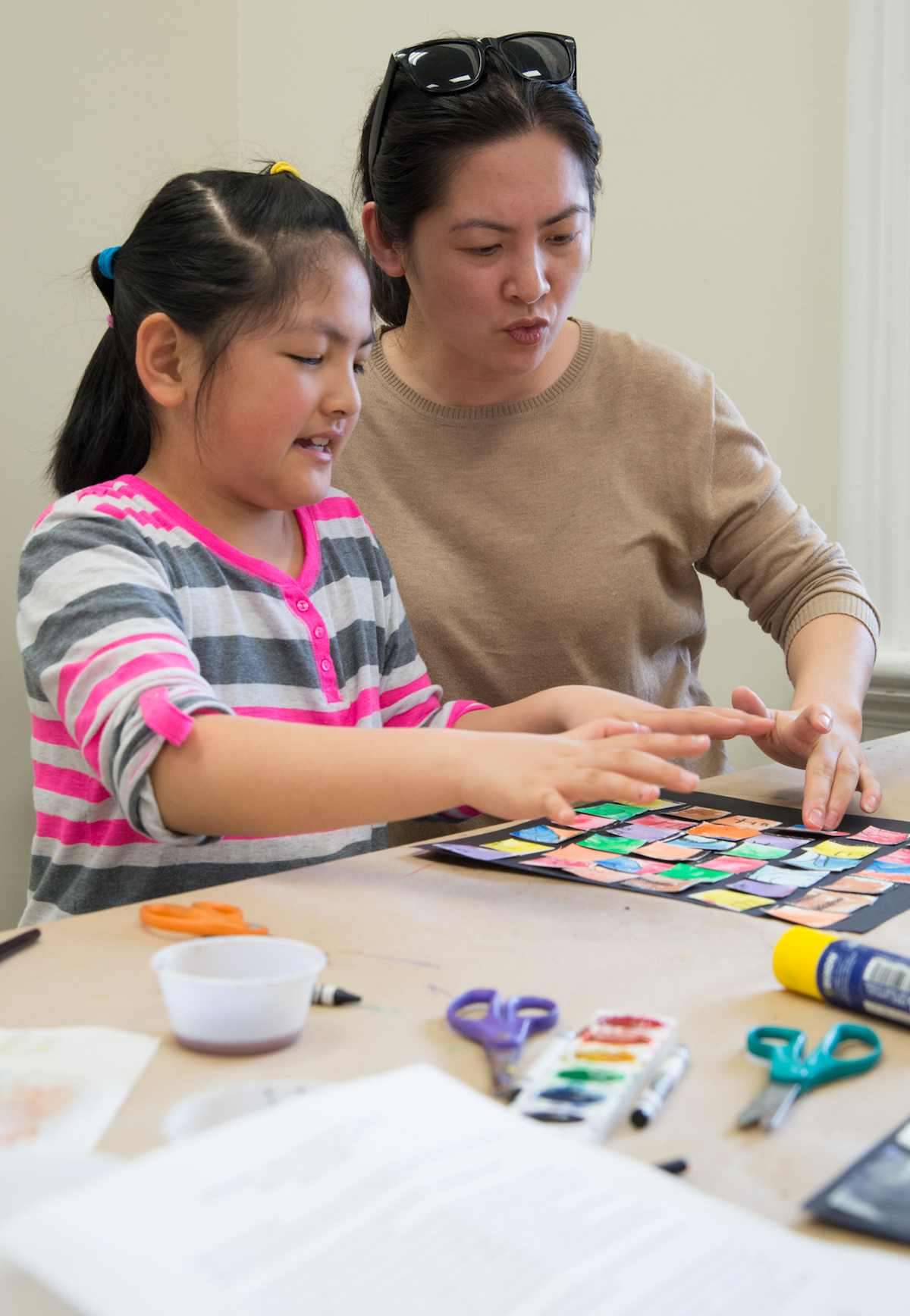Ling helps her daughter Sarah with her art project. (Robert McGraw/WOUB)