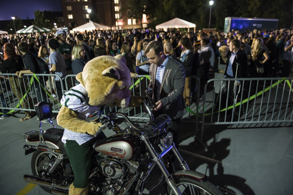 Rufus makes an appearance at the Yell Like Hell event at Ohio University on October 6, 2016. (Michael Swensen/WOUB)