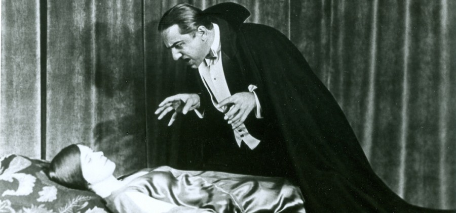 Bella Legosi as Dracula and Dorothy Peterson as Lucy in a shot taken from the 1927 stage play of Dracula. (pinterest.com)