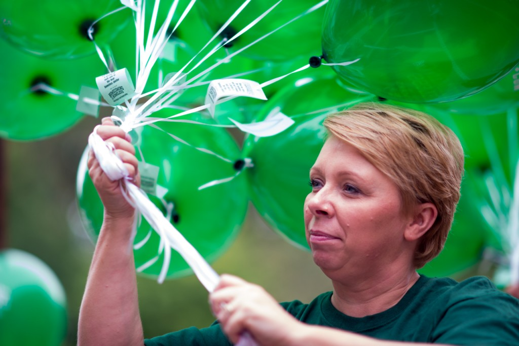 Christy Viggland hands out balloons that promote Good Work Inc. campaign, Homecoming for the Homeless, before the parade starts in Athens, Ohio, on October 8, 2016. Homecoming for the Homeless was sponsored by the College Book Store and handed out free balloons for kids. (Carolyn Rogers/WOUB)
