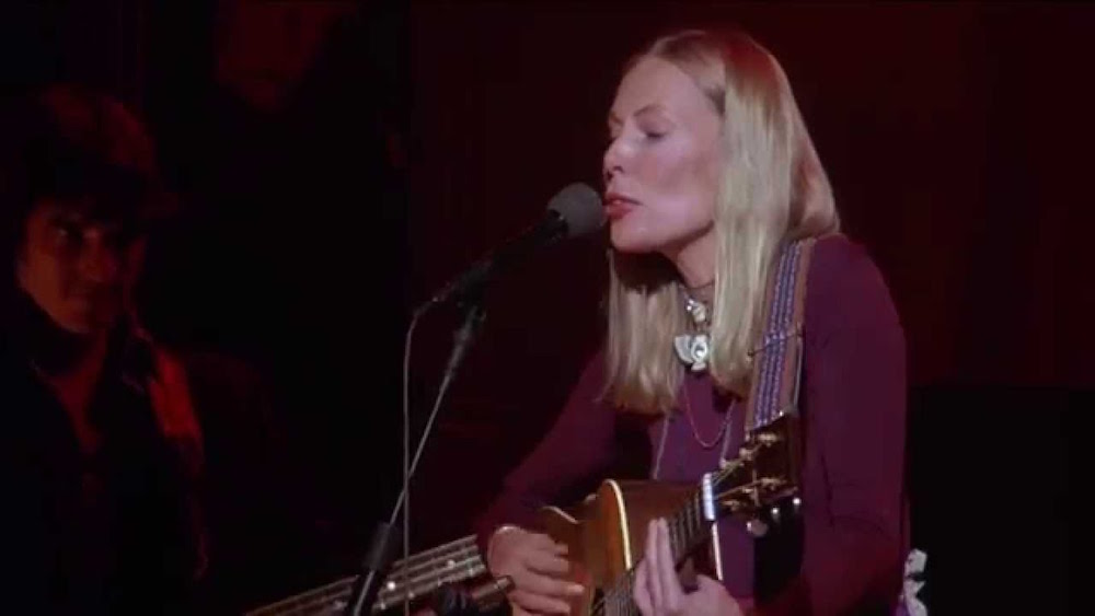 "Joni Mitchell during her ""Last Waltz"" performance. (youtube.com)"