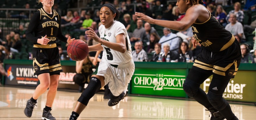 Ohio University Guard Quiera Lampkins exploits an opening in the Western Michigan defense on Wednesday, 25 January 2017. (WOUB / Drake S. Withers)
