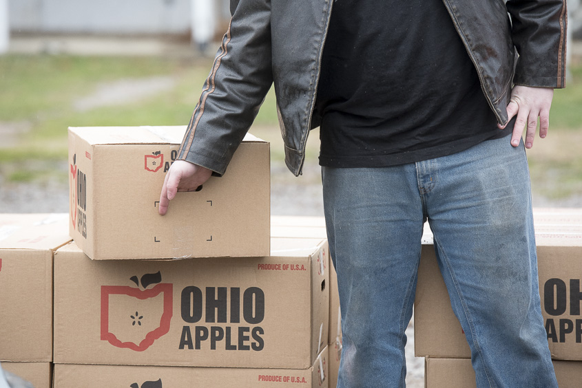 A volunteer for the South Eastern Ohio Food Bank loads food into seniors cars in Wellston, Ohio on February 1, 2017. (Camille Fine/WOUB)