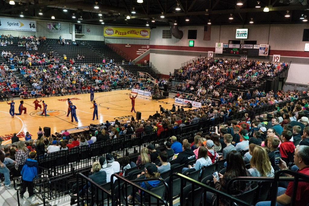 Fans watch from the stands at the Big Sandy Superstore Arena as the Harlem Globetrotters take the court. (Nickolas Oatley/WOUB)