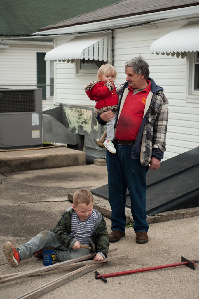 Dennis Radford holds his grand-niece, Brielle Radcliff (1), while his grand-nephew, Braelon Swiney (5), begins a construction project on March 21, 2017 in Chauncey, Ohio. (Drake Withers/WOUB)