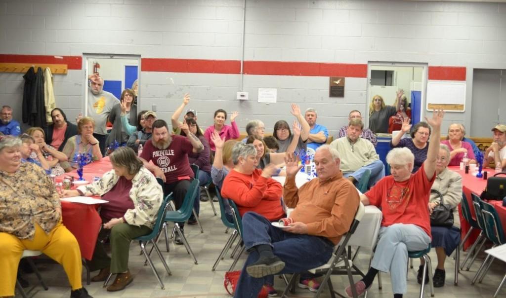 Linefork area residents needing broadband service raise their hands. (Izzy Broomfield)
