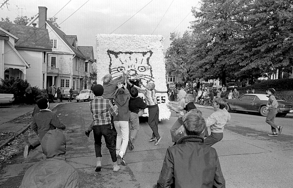 A photograph of the homecoming parade outside of Baker Center in 1968. (Photo courtesy of Ken Steinhoff)