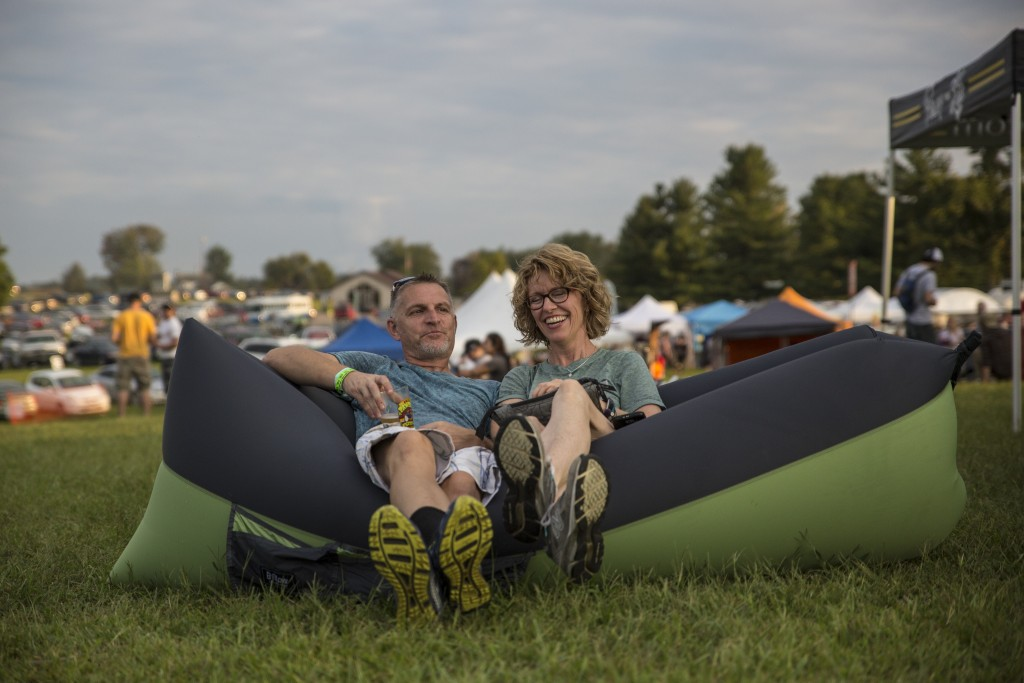 Brian Honican (left) and his wife, Laura Schumacher enjoy the live music at the Paw Paw Festival in Albany, Ohio on Sep. 16, 2017. (Wangyuxuan Xu/WOUB)