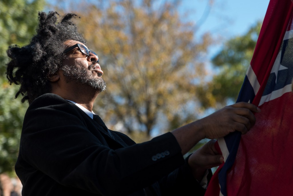 John Sims helps hang up the Confederate Flag from the 13-foot gallows. (Nickolas Oatley/WOUB)