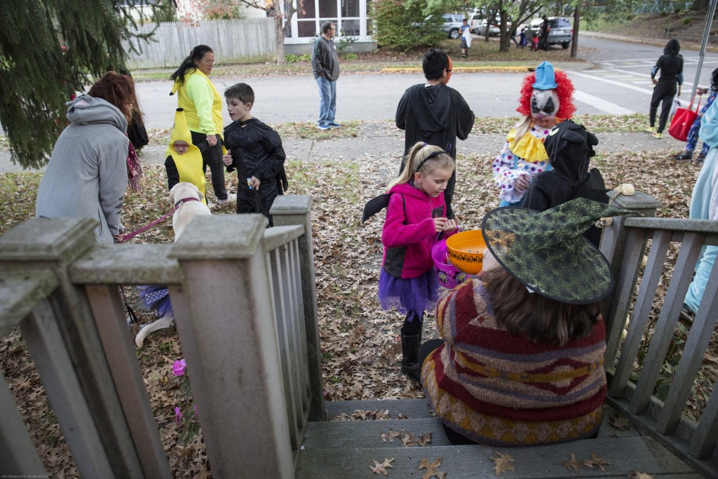 Children gather in Julie Nuzum and Cathy Baker's yard to get candy in Athens, Ohio on Oct, 26, 2017. (Wangyuxuan Xu/ WOUB)
