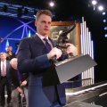 Louisiana State University quarterback lifts very heavy Heisman Trophy
