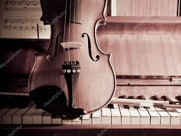 A violin sits on a piano