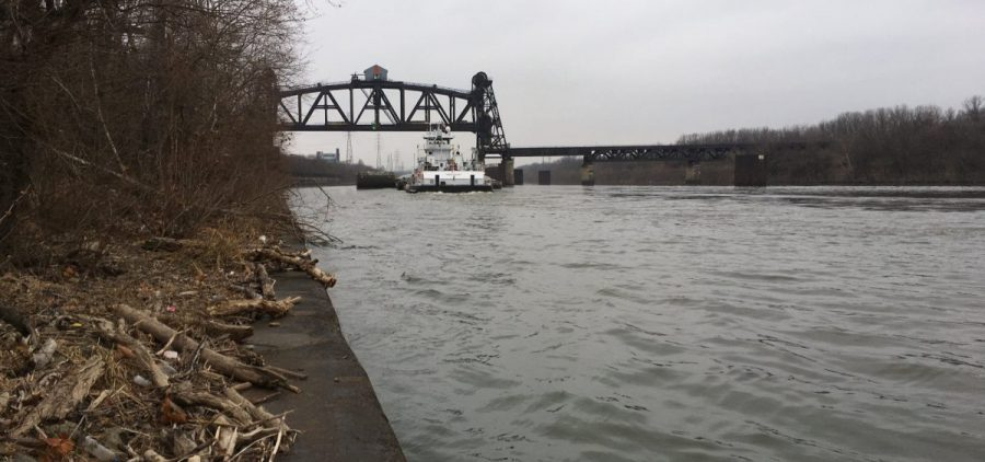 A towing vessel and barges moving through the area monitored by the Louisville Vessel Traffic Service on Dec. 22, 2017. (Photo by Alexandra Kanik/KyCIR)