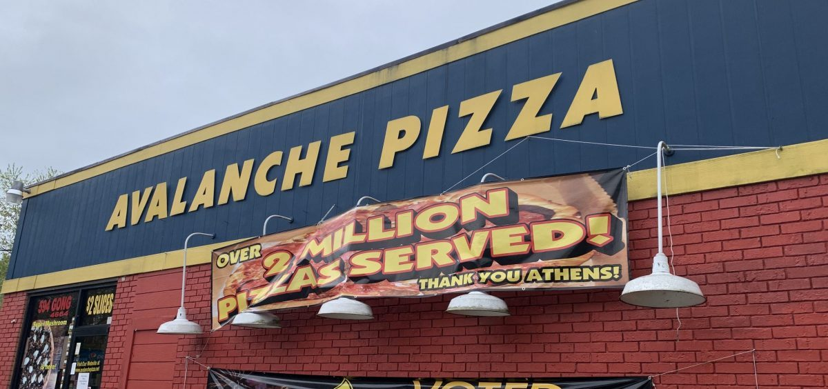 The store front of Avalanche Pizza