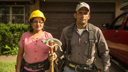 Claudia and Alex are electricians working in Texas who emigrated from El Salvador