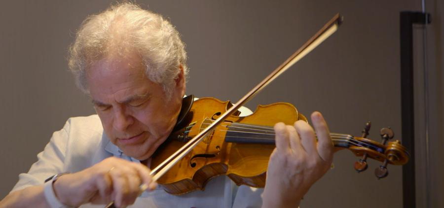 Itzhak Perlman playing violin