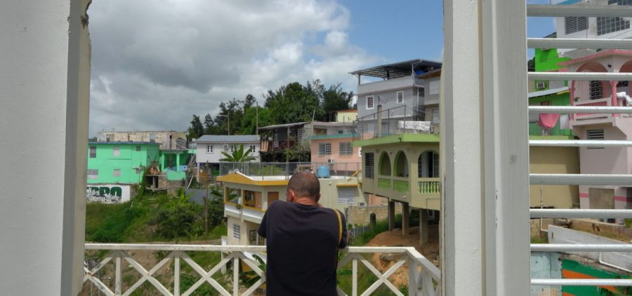 Chemi overlooks El Cerro from the dilipadated roof of the community center.